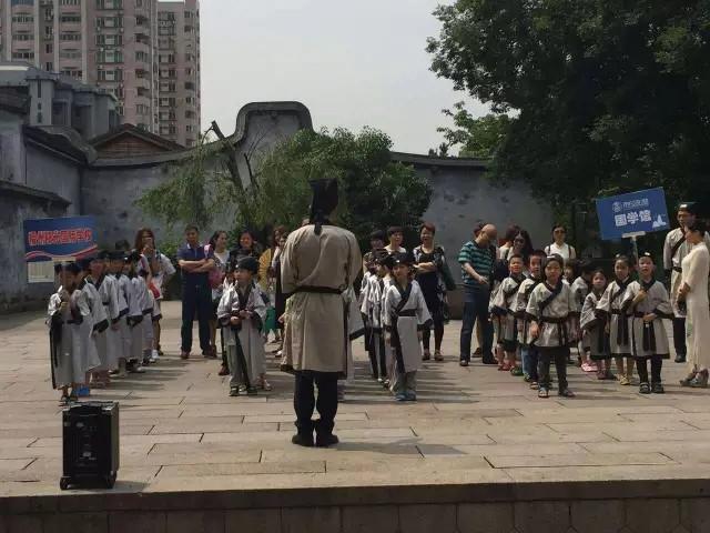 东成私塾幼少儿国文教育专家