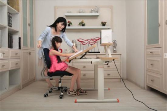 古洛奇智能学习桌椅01.jpg