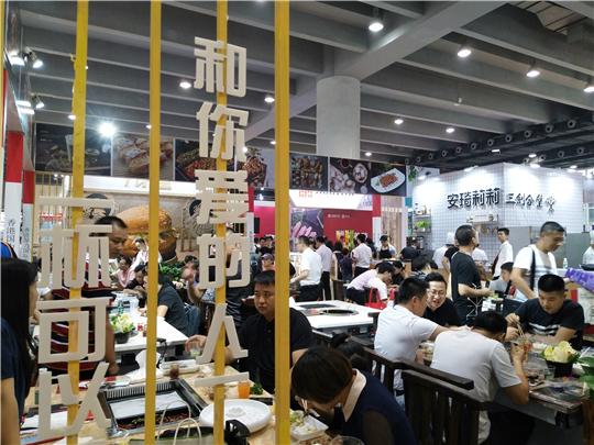 香港国力国际集团品牌代表钟雅熙女士接受前景加盟网采访