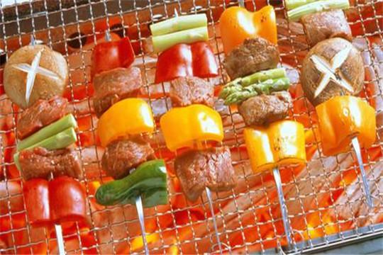 串意十足燒烤加盟