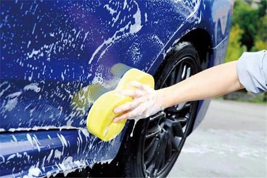 来宝汽车美容加盟洗车