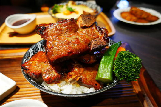 米好食光烧肉饭加盟