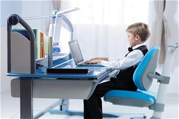 创业选择爱学习儿童护脊学习桌加盟店靠谱吗