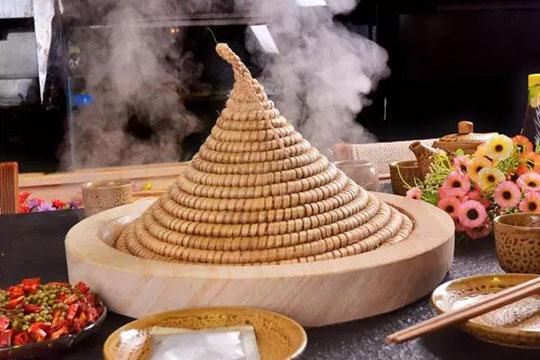 溢满鲜蒸汽石火锅