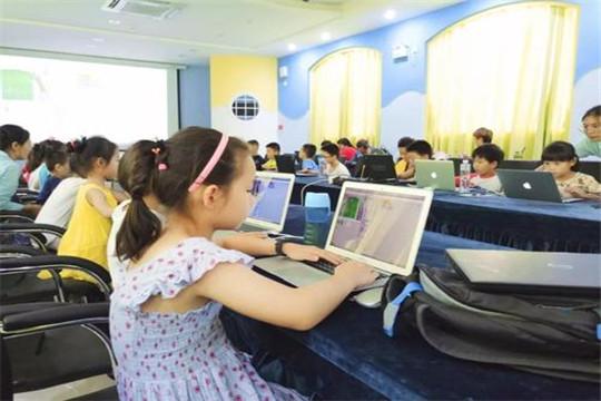 哈喽小马:怎样才能靠谱的加盟少儿机器人编程教育行业?
