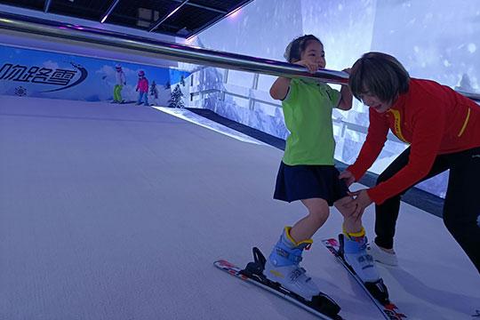 吻路雪室内滑雪