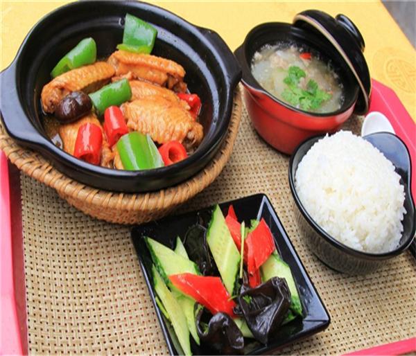 百草香黃燜雞米飯