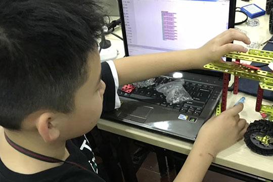 智搭机器人教育加盟